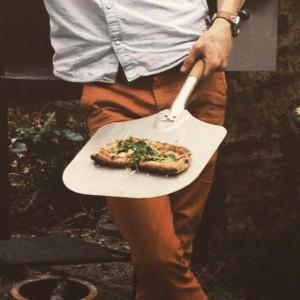 pizza schep in gebruik